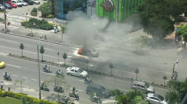 Incendio-vehiculo-en-el-Poblado