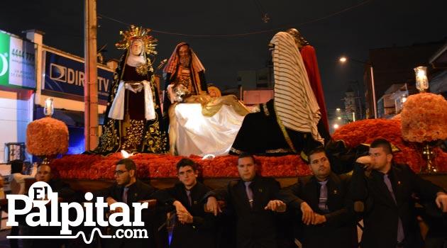 Foto: DUBER CANO - Procesión hacia el sepulcro - Municipio de Envigado