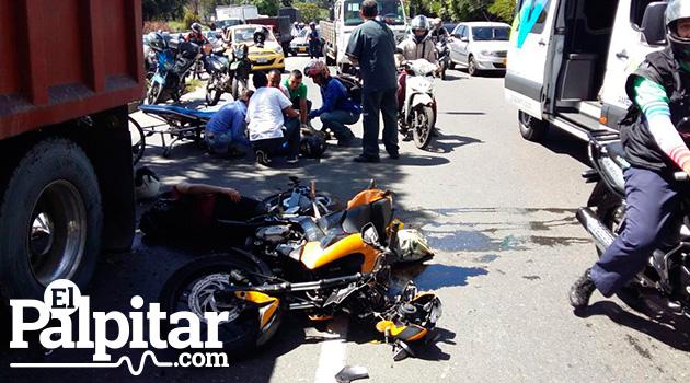 accidente_motos_volqueta_elpalpitar1
