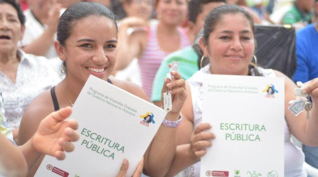 Foto: Cortesía. En Cañasgordas, 100 familias disfrutaron al conocer sus nuevas viviendas.