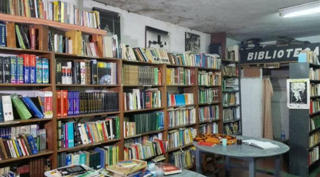 desalojo_biblioteca_niquia3