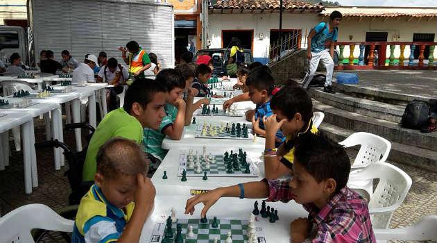liga_ajedrez_niños_tarso2