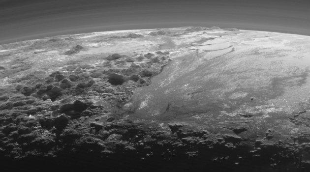 pluton_planeta_montañas_sonda