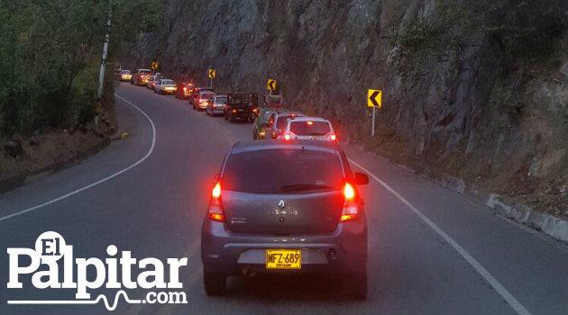 Este fue el panorama este domingo en la vía al Occidente de Antioquia, sobre las seis de la tarde, en inmediaciones de San Jerónimo.