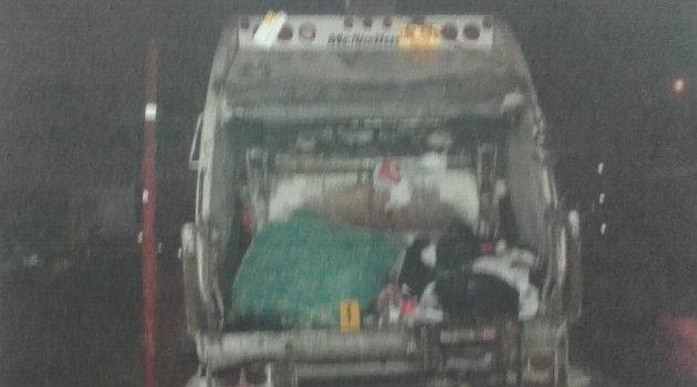 En este carro recolector fue hecho el levantamiento del cuerpo de la menor. Foto: CORTESÍA
