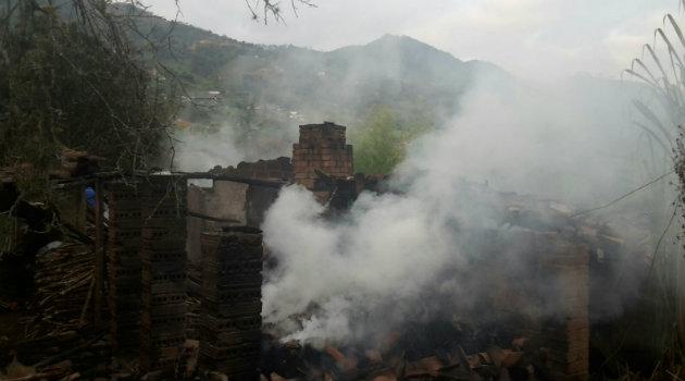 incendio_girardota_bomberos2
