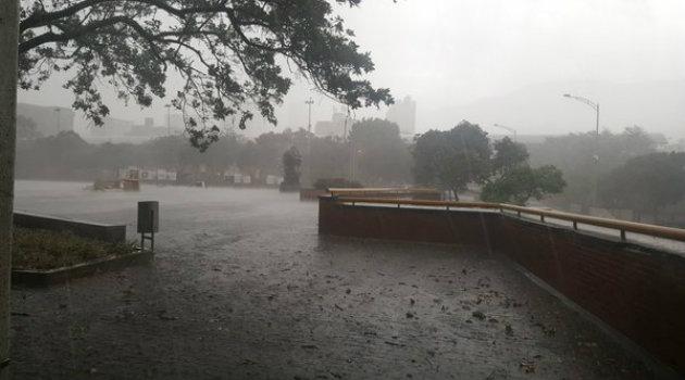 lluvia_lunes4_Medellín