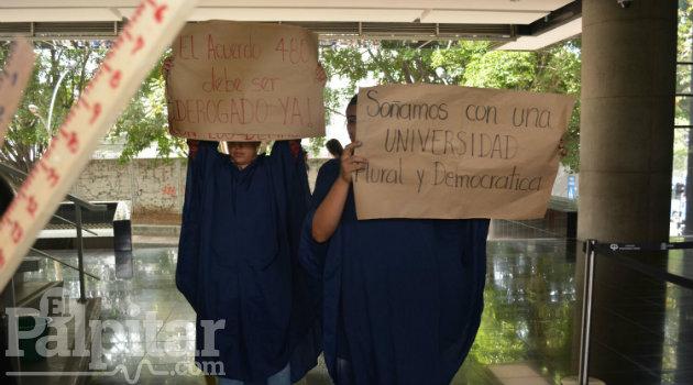 estudiantes_udea_examne