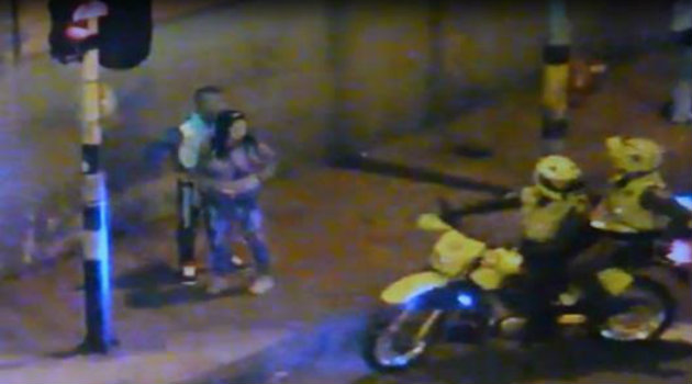 mujer_cosquilleo_video_policia2
