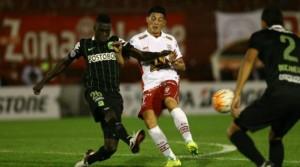 Dávinson Sánchez fue titular y figura ante Huracán en su debut por Copa Libertadores. Foto: ARCHIVO/CORTESÍA