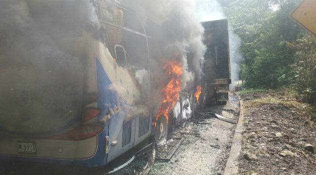 camión_quemado_eln7