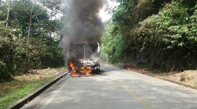 camión_quemado_eln_3