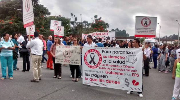 Las consignas de los manifestantes reclamaban protección al derecho fundamental a la salud. Foto: CORTESÍA
