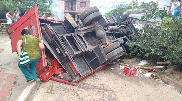 accidente_volcamiento_camion