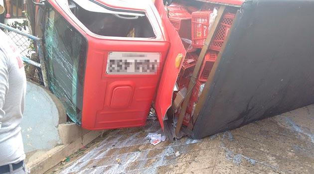 accidente_volcamiento_camion2