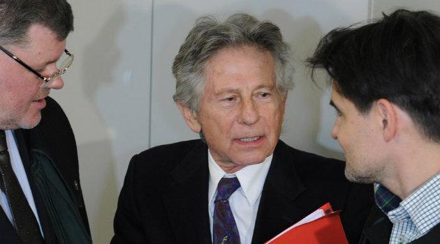 Roman Polanski hablando con sus abogados en 2015. Foto: Cortesía.