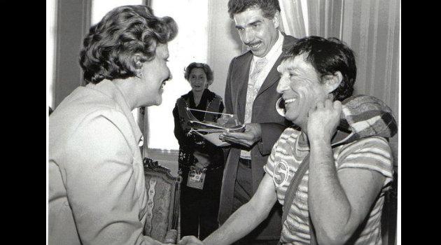 Rubén Aguirre y Chespirito durante su visita a Colombia en 1982. Foto: Cortesía.