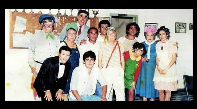Elenco del Chavo del 8 antes de una presentación en vivo, en la década de los 80. Foto: Cortesía.