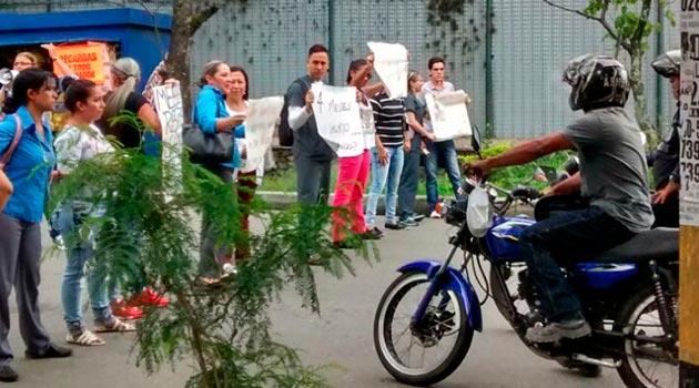 marco_fidel_suarez_protesta