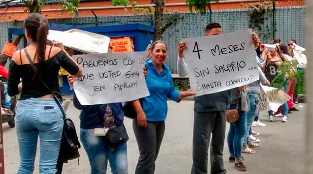 marco_fidel_suarez_protesta2