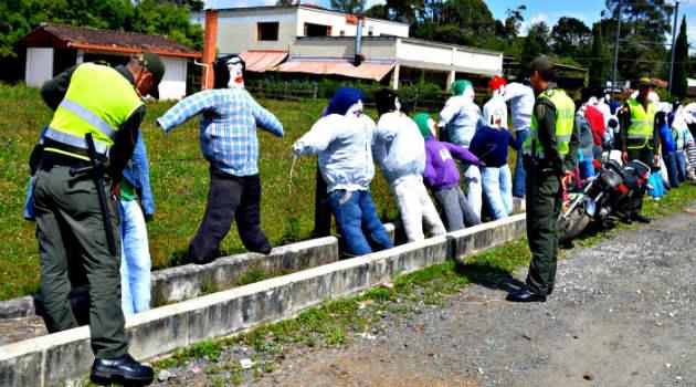 muñecos_año_viejo_policia