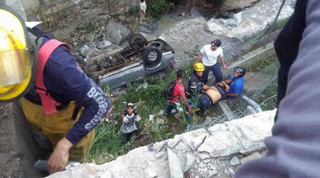 accidente_carro_quebrada