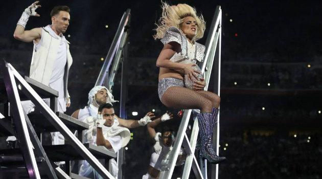 Lady-Gaga-Super-Bowl-2017-1