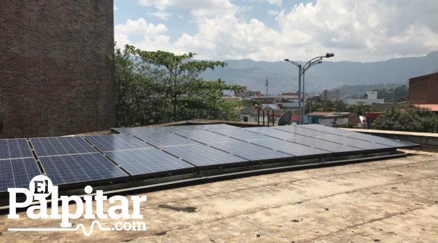 En Medellín ya existen entidades que utilizan paneles solares para abastecer parte de su energía, como la UPB. Fotos: EL PALPITAR.