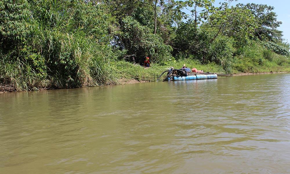 Minería en el Río Nus, Nordeste de Antioquia. Foto: El Palpitar.