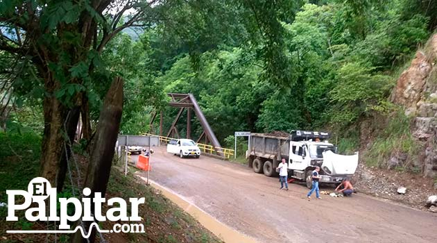 Vía Bolombolo-Santa Fe de Antioquia durante el fin de semana. Foto: EL PALPITAR.