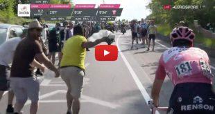 """Dumoulin le pone """"buena cara"""" a la broma de aficionado en el Giro de Italia"""