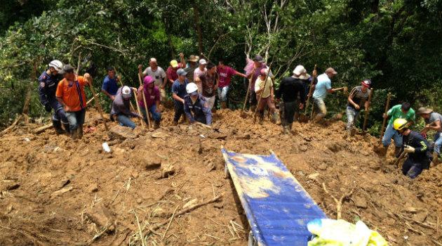 Los cuerpos de la familia fueron rescatados este martes. Foto: CORTESÍA.