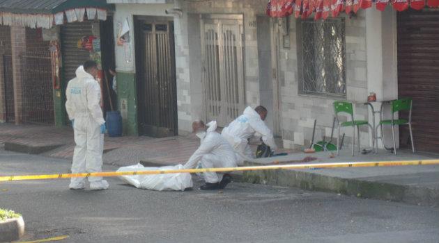 La víctima del sicario falleció en el lugar. Foto: CORTESÍA.