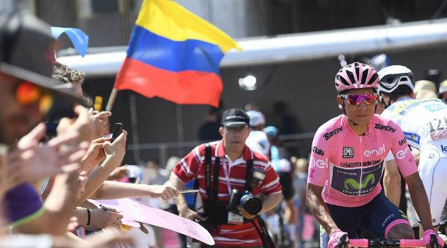 Así fue recibido Quintana al finalizar la etapa 20. Foto: CORTESÍA.