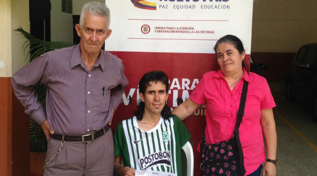 Benjamín con su familia. Foto: CORTESÍA.