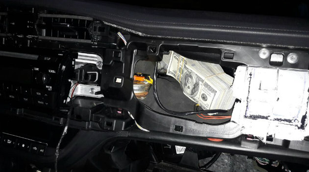 el dinero habla camioneta